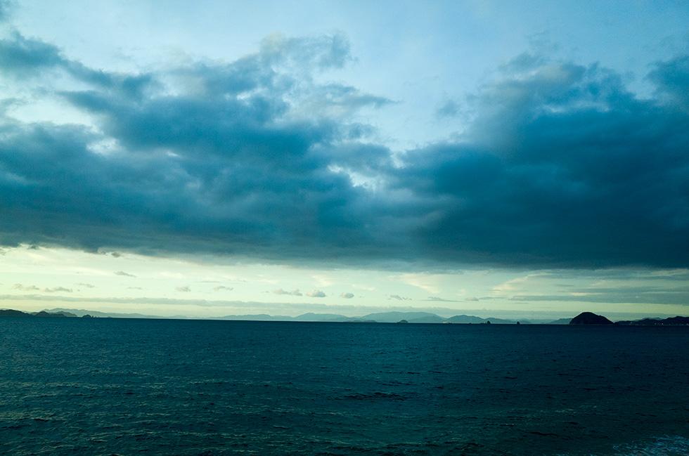 台風の前の空。